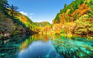 Sfondi desktop Valle del Jiuzhaigou Cina Parchi Autunno Montagne Foreste Lago Paesaggio Natura