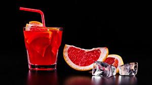 Bilder Alkoholische Getränke Cocktail Grapefruit Schwarzer Hintergrund Dubbeglas Eis Lebensmittel