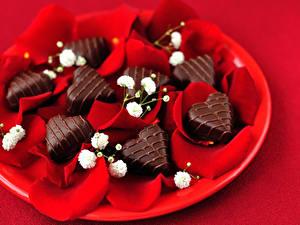 Papéis de parede Dia dos Namorados Doçarias Bala (doce) Chocolate Fundo vermelho Coração Pétala Alimentos