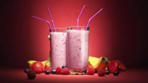 Fotos Cocktail Erdbeeren Himbeeren Trinkglas