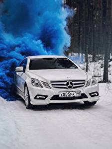 Bilder Mercedes-Benz Weiß Coupe e-class c207 Autos