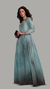 Fotos Pirates of the Caribbean: Salazars Rache Kaya Scodelario Grauer Hintergrund Kleid Film Prominente Mädchens