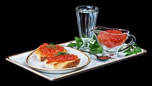 Bilder Butterbrot Kaviar Wodka Brot Schwarzer Hintergrund Teller Dubbeglas Lebensmittel