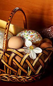 Bilder Feiertage Ostern Käse Wurst Kulitsch Narzissen Ei Weidenkorb