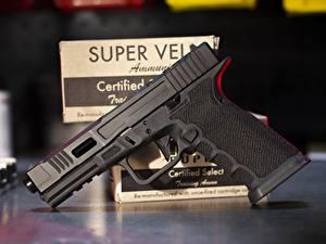 Bilder Pistolen Großansicht Glock 17 FI Mk 2 Heer