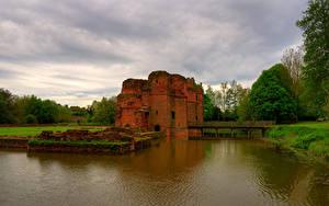 Fotos England Burg Ruinen Teich Brücke KIRBY CASTLE