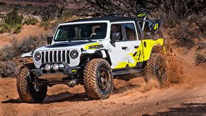 Fotos Jeep Tuning Sport Utility Vehicle Weiß Pick-up 2019 Flatbill auto