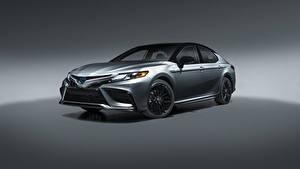 Hintergrundbilder Toyota Metallisch Camry Hybrid XSE, North America, 2020 Autos