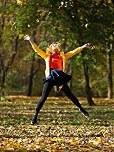 Fotos Park Herbst Sprung Blattwerk Bäume Natur Mädchens