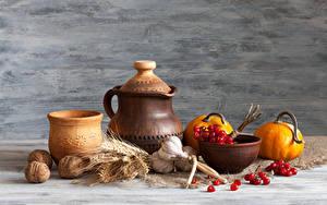 Bilder Stillleben Kürbisse Schalenobst Knoblauch Mehlbeeren Kanne Ähre Lebensmittel
