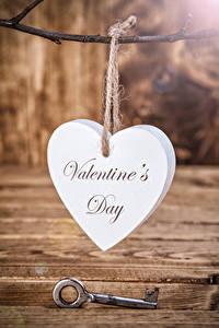 Papel de Parede Desktop Dia dos Namorados Tábuas de madeira Coração Chave Ingleses