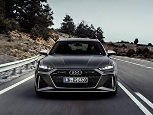 Bureaubladachtergronden Audi Bewegende Onscherpe achtergrond Vooraanzicht Grijze Stationwagon rs6 avant, 2019 auto's