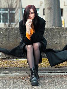 Hintergrundbilder Bank (Möbel) Sitzt Bein Mantel Hand Starren Elisa junge frau