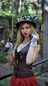 Bilder Pistolen Steampunk Bokeh Blond Mädchen Hand Handschuh Der Hut Blick Cosplay junge Frauen