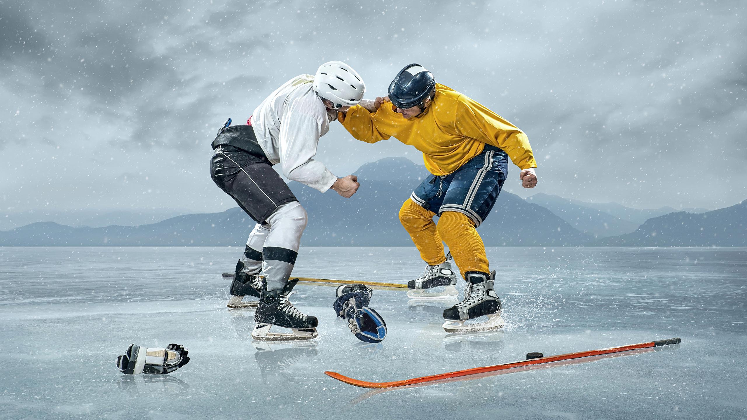 Bilder Helm Mann Eis Zwei Sport Schlägerei Hockey Uniform 2560x1440 2