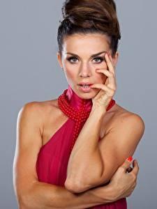 Hintergrundbilder Anna Sedokova Posiert Pose Starren Frisuren Frisur junge frau Mädchens