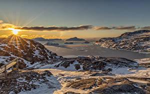 Desktop hintergrundbilder Grönland Berg Morgendämmerung und Sonnenuntergang Landschaftsfotografie Schnee Bucht Sonne Natur