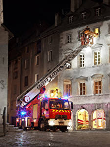 Bilder Renault Haus Feuerwehrfahrzeug Nacht  automobil