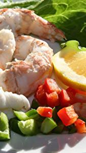 Hintergrundbilder Meeresfrüchte Krevette Zitrone Teller Lebensmittel
