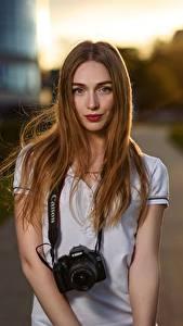 Hintergrundbilder Unscharfer Hintergrund Braunhaarige Starren Fotoapparat Haar Yulya Goncharova, Dmitry Medved Mädchens