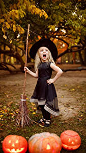 Pictures Halloween Pumpkin Little girls Dress Hat Scream Children
