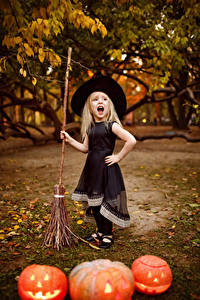 Bilder Halloween Kürbisse Kleine Mädchen Kleid Der Hut Schreien Kinder