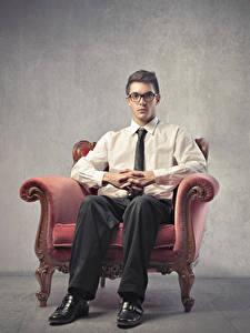 Hintergrundbilder Mann Sessel Sitzend Brille