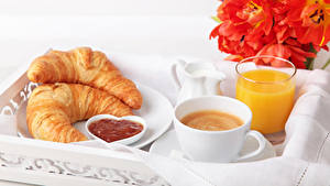 Fotos Tulpen Kaffee Saft Croissant Frühstück Tasse Trinkglas