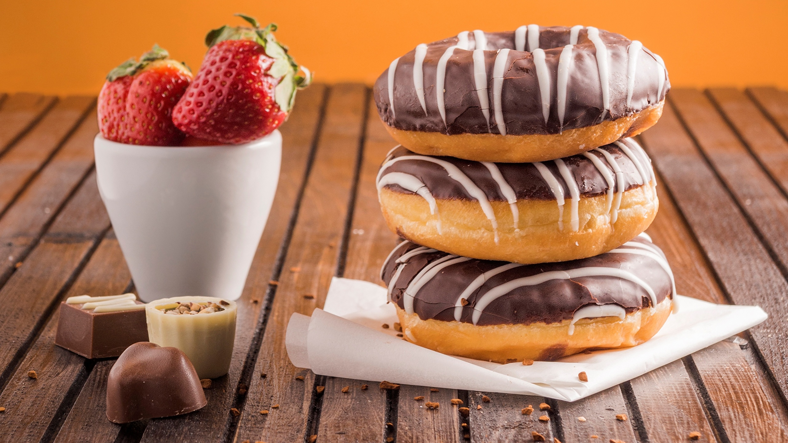 Pictures Chocolate Candy Donuts Strawberry Food 2560x1440 Doughnut
