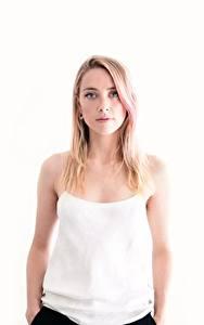 Hintergrundbilder Amber Heard Weißer hintergrund Unterhemd Starren Blondine Prominente Mädchens