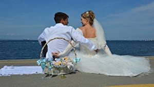 Picture Men Couples in love Beaches Two Wicker basket Stemware Groom Bride Dress Wedding Sitting