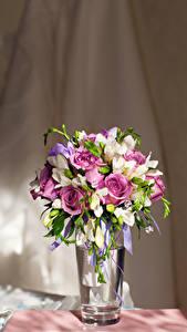 Hintergrundbilder Sträuße Rosen Freesien Vase
