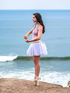 Desktop hintergrundbilder Küste Pose Ballett Bein Tanz Mädchens