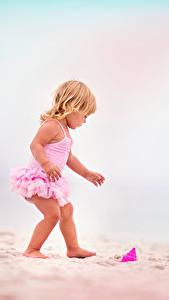 Bilder Kleine Mädchen Strand Sand