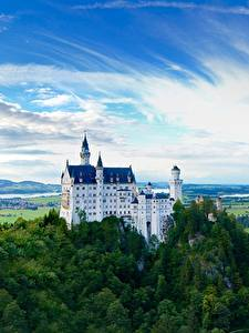 Hintergrundbilder Schloss Neuschwanstein Berg Wald Burg Deutschland Felsen Bayern Städte