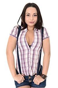 Hintergrundbilder Weißer hintergrund Posiert Hemd Dekolletee Brünette Aurelly Rebel junge Frauen