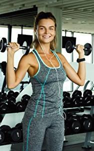 Hintergrundbilder Fitness Hanteln Mädchens