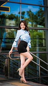 Hintergrundbilder Asiatisches Stöckelschuh Bein Rock Bluse Lächeln