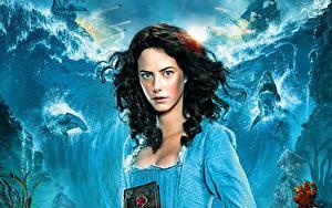 Bilder Kaya Scodelario Pirates of the Caribbean: Salazars Rache Kleid Film Mädchens Prominente