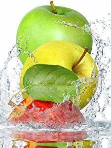 Hintergrundbilder Äpfel Wasser Weißer hintergrund Blattwerk Spritzer