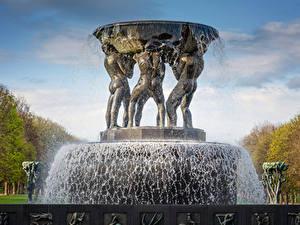 Fotos Norwegen Springbrunnen Skulpturen Oslo Wasser spritzt Fountain in The Vigeland Park Oslo