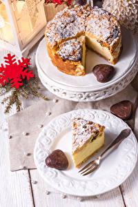 Hintergrundbilder Neujahr Obstkuchen Teller Schneeflocken Gabel Stück das Essen