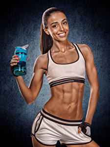 Bilder Fitness Braune Haare Lächeln Bauch Blick Mädchens Sport