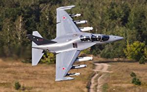 Fotos Flugzeuge Schlachtflugzeug Russische Yak-130 Luftfahrt