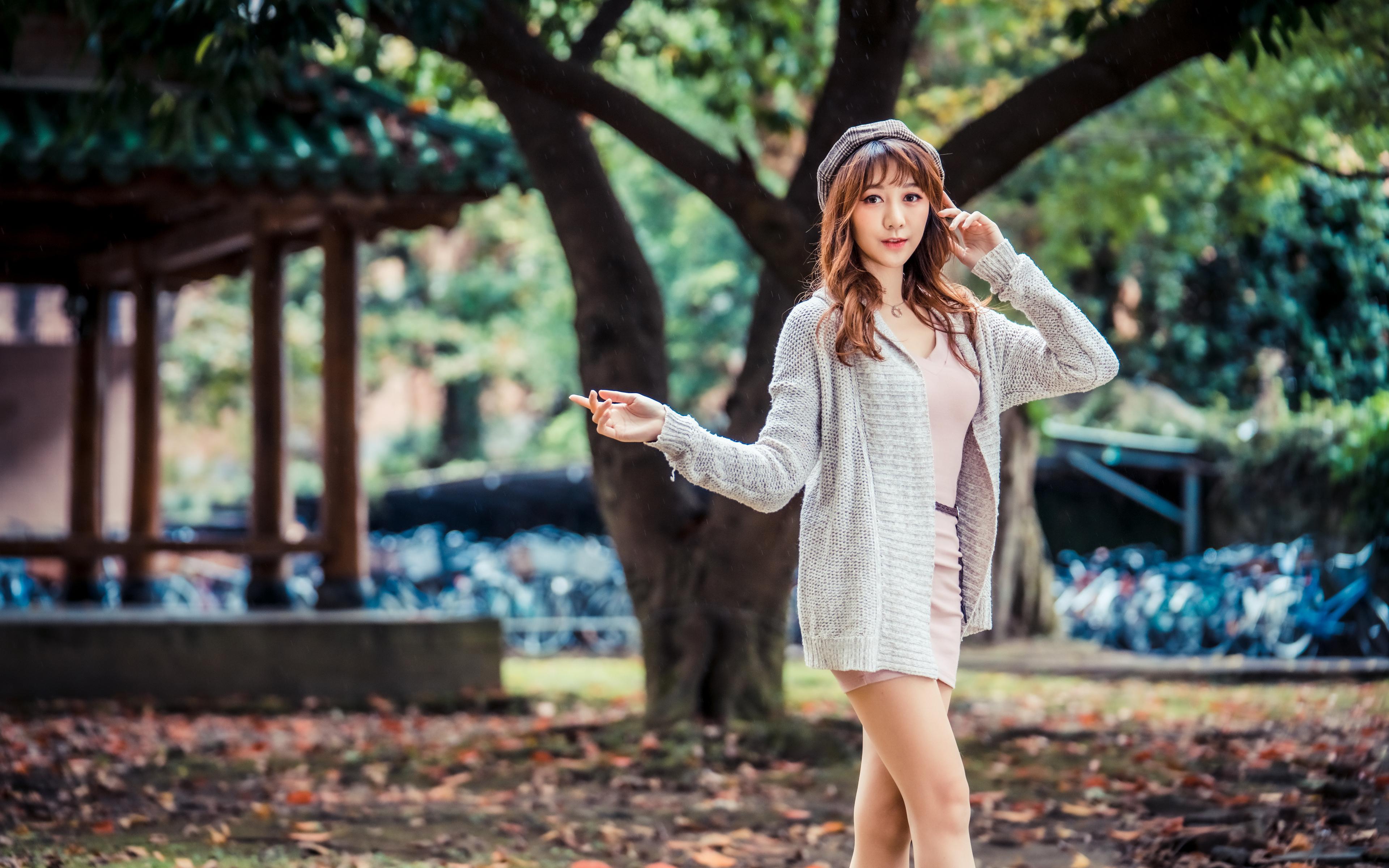 Bilder von Pose Mädchens asiatisches Starren 3840x2400 posiert junge frau junge Frauen Asiaten Asiatische Blick