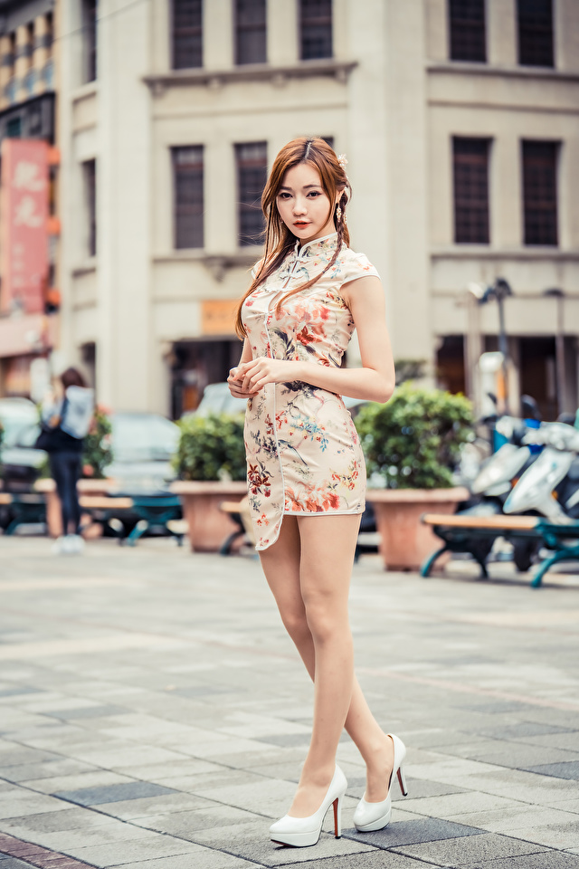 Fotos junge Frauen Bein Asiaten Starren Kleid 640x960 für Handy Mädchens junge frau Asiatische asiatisches Blick