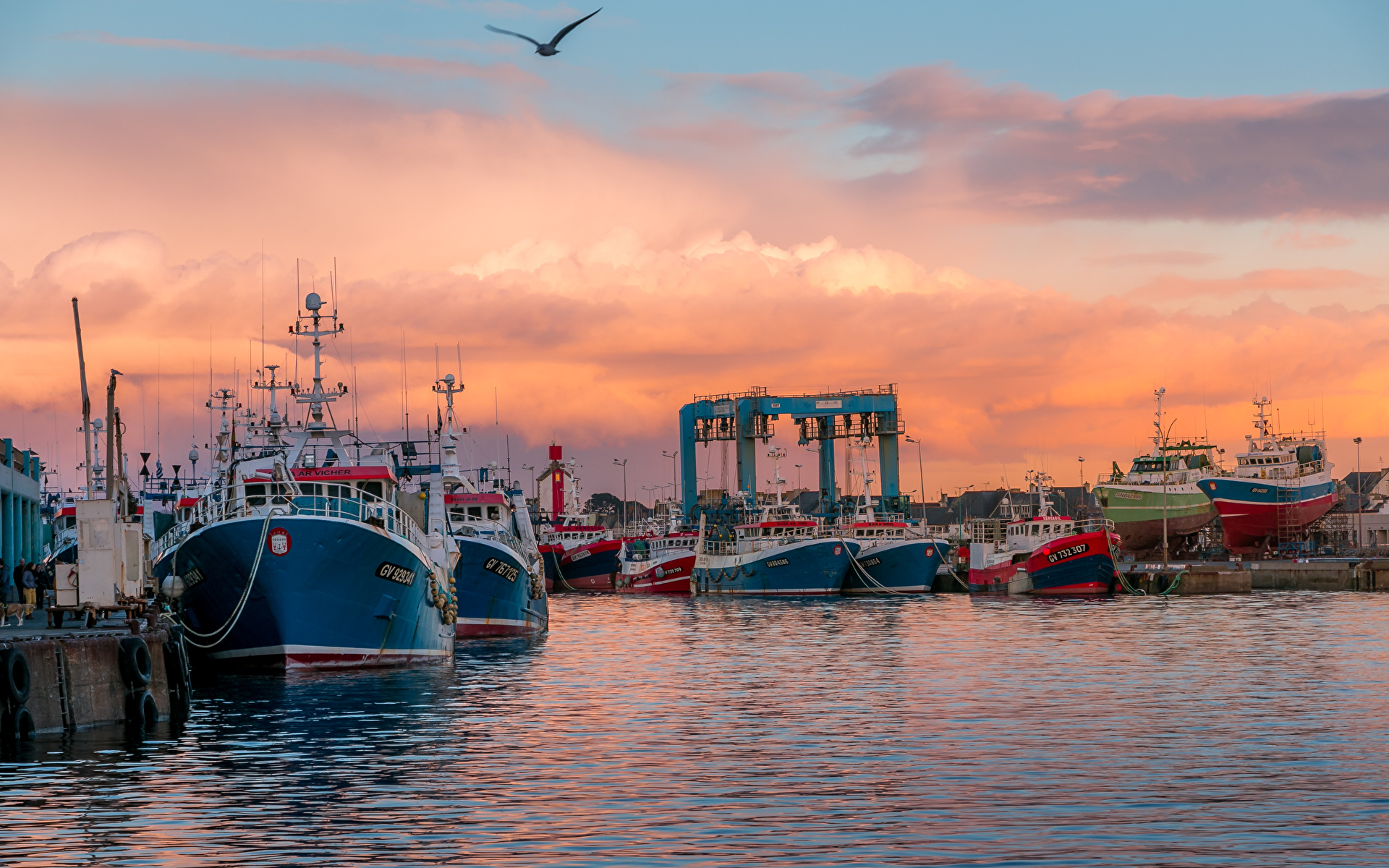 Desktop Wallpapers France Guilvinec Brittany Nature Ships Sunrises and sunsets Bay Marinas 1920x1200 ship sunrise and sunset Pier Berth