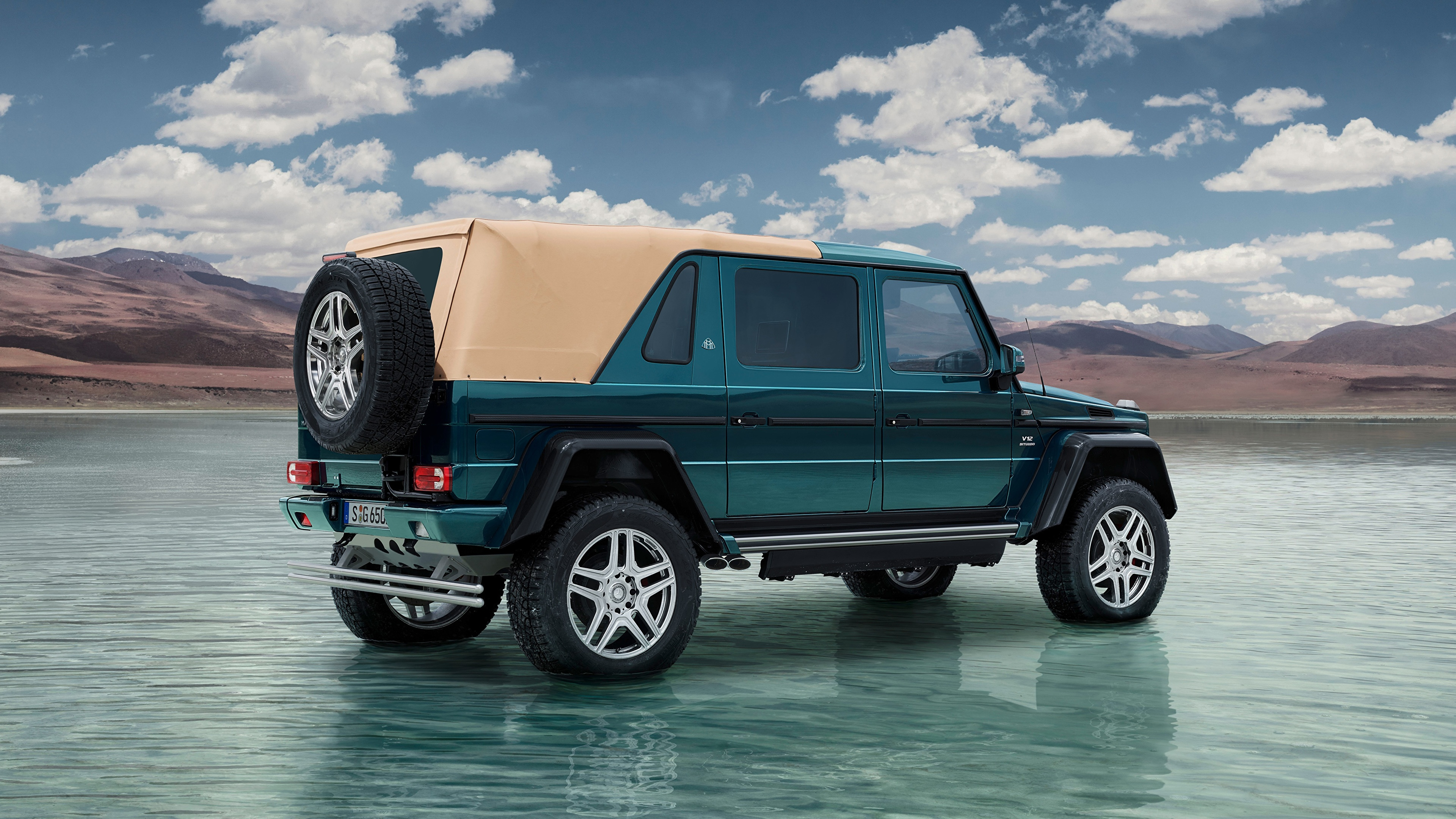 Bilder von Mercedes-Benz G-Klasse SUV Maybach G 650, Landaulet, 2017 auto Wasser Seitlich 3840x2160 G-Modell Sport Utility Vehicle Autos automobil
