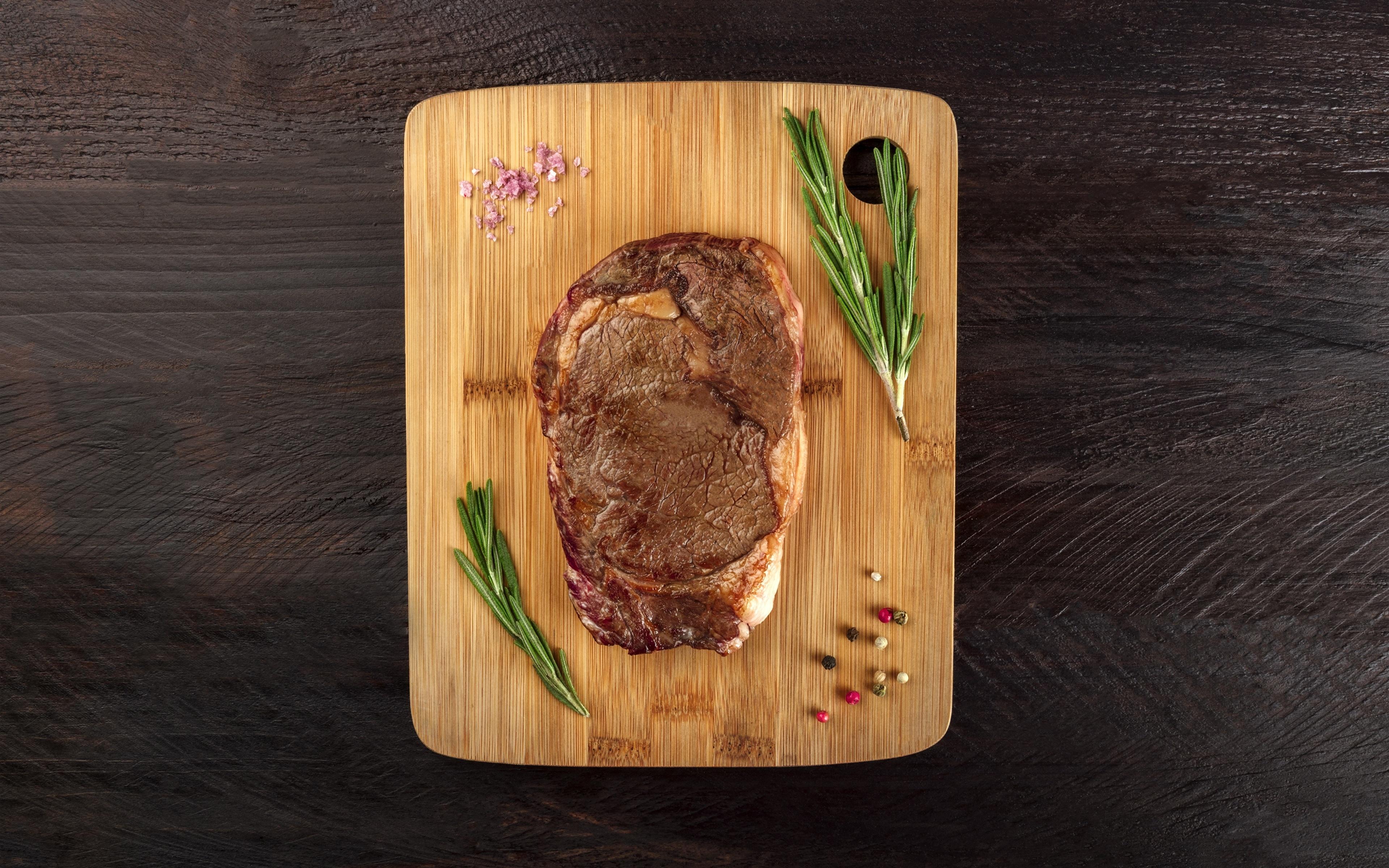 Fotos von rosemary das Essen Schneidebrett Fleischwaren 3840x2400 Lebensmittel