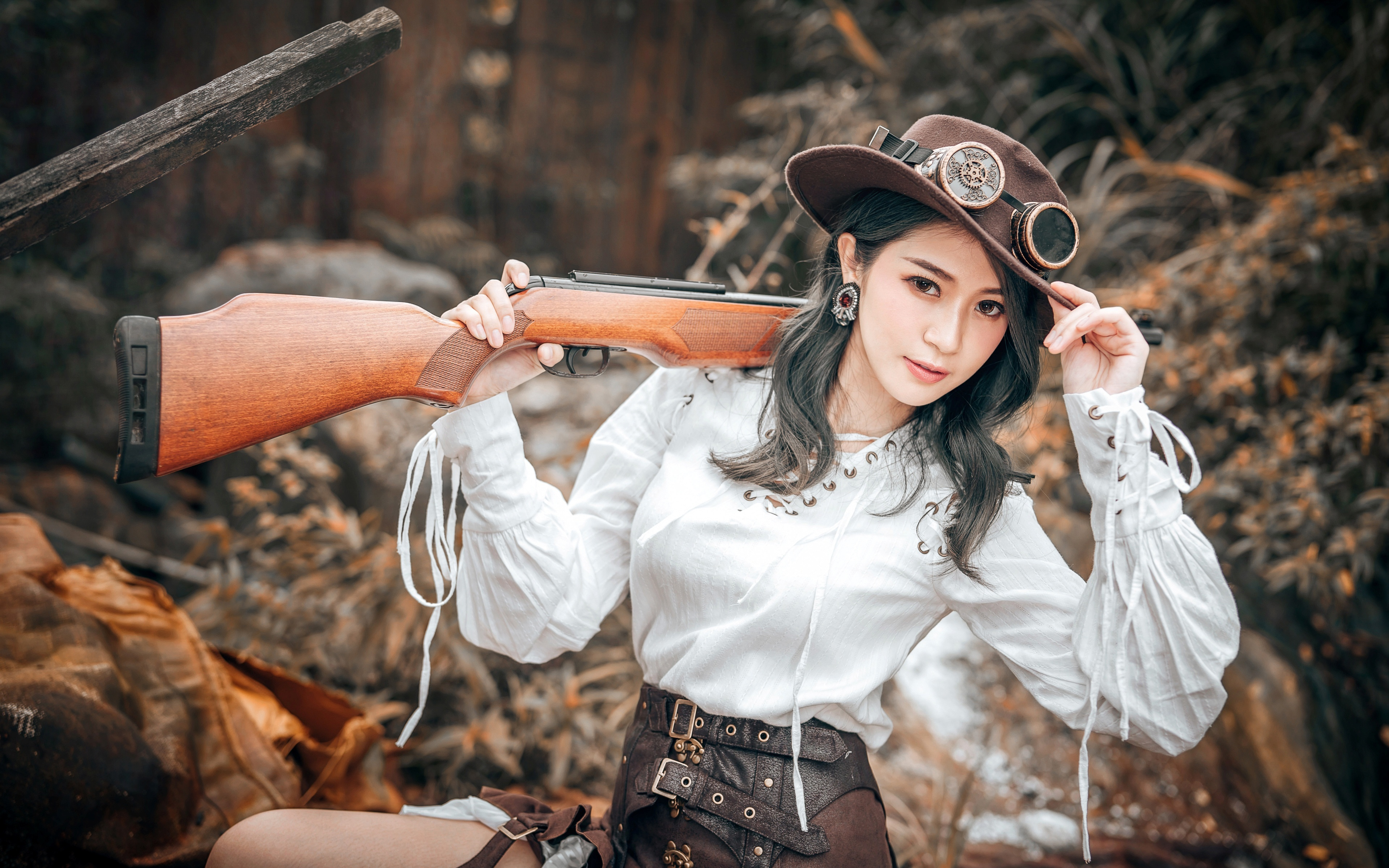Bakgrunnsbilder til skrivebordet haglgevær Cosplay jakten uklar bakgrunn Hatt Retro Unge kvinner asiatisk Hender Briller ser 3840x2400 Hagle Jakt Bokeh vintage ung kvinne Asiater Blikk